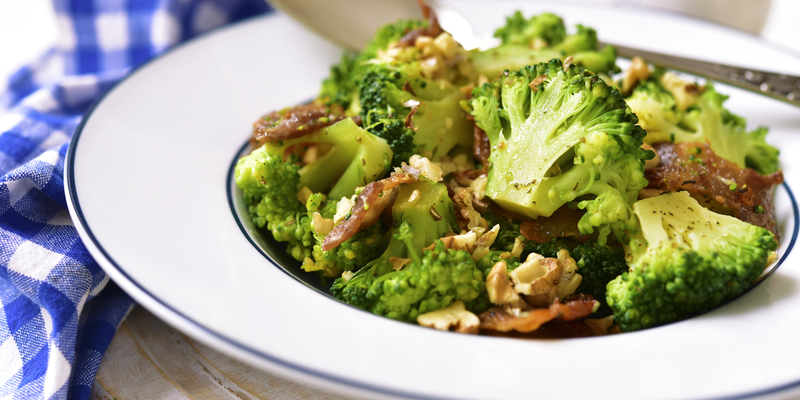 Salata cu broccoli si bacon